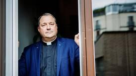 Präst väcker reaktioner: Nu är det plikt att gå i kyrkan