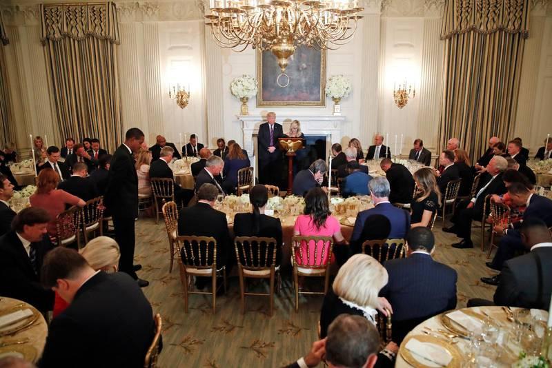 MÖTE. Trump och de evangelikala ledarna i Vita huset.
