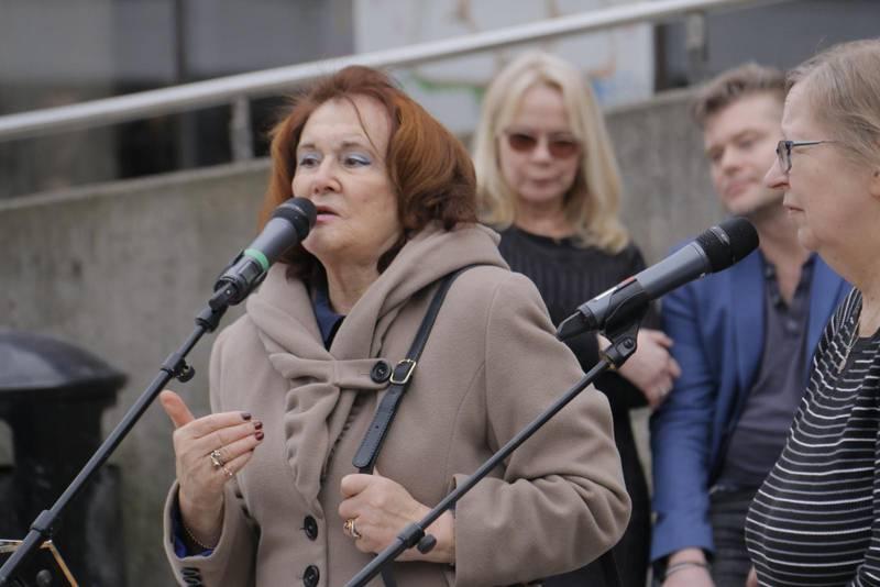 Alexandra berättade sin historia från terrorattentatet på Drottninggatan.