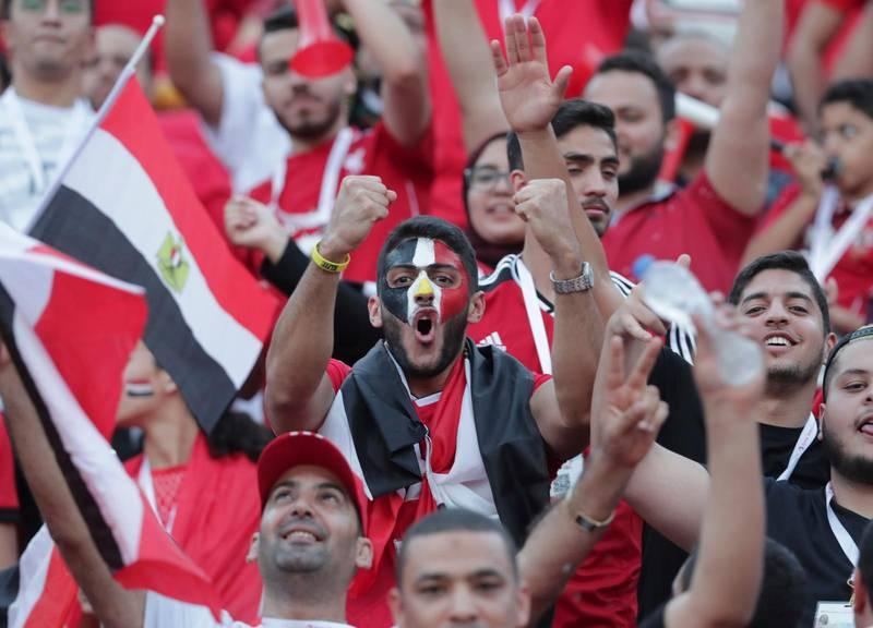 Egyptiska fans på läktarna i Kario under gruppspelsmatchen mot Zimbabwe.