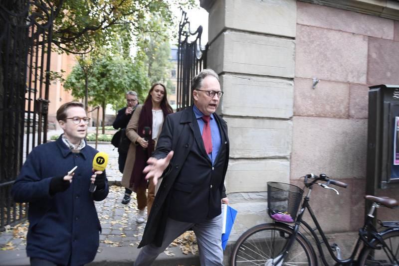 Svenska Akademiledamoten Horace Engdahl anländer till Akademiens ordinarie torsdagsmöte i oktober 2018 i Börshuset i Gamla stan i Stockholm.