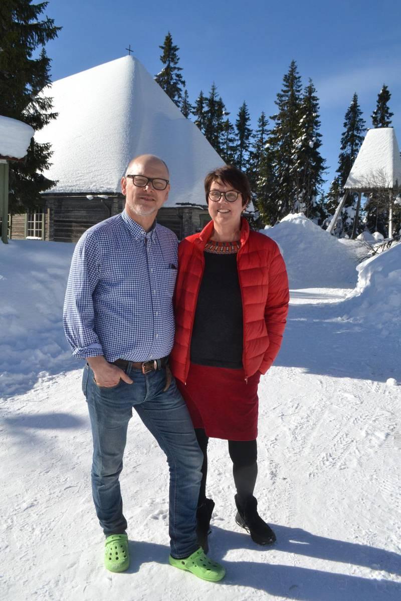 """Lars och Nenne Häggberg är nya föreståndare för Credo fjällgård. """"Det här är en underbar plats med spännande och utmanande möjligheter. Ytterst vill vi vara en del av Credos vision att göra Jesus känd, trodd, älskad och efterföljd bland Sveriges skolelever och studenter, säger de."""""""
